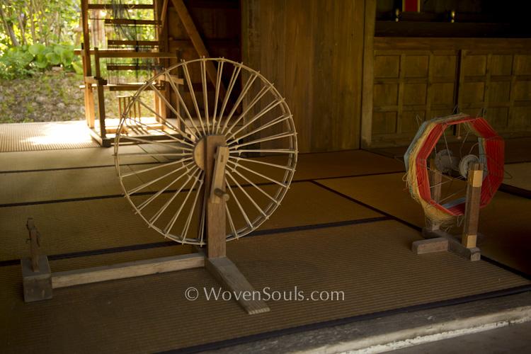 http://wovensouls.files.wordpress.com/2013/08/ryukyu-textile-weaving-5.jpg