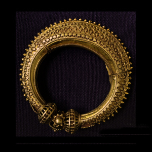 antique-gold-kadaa-kutch