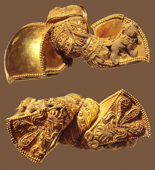 Andhra_Pradesh_Royal_earrings_1st_Century_BCE